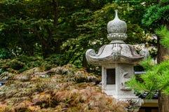 Lanterne en pierre japonaise Photographie stock