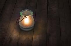 Lanterne en verre brûlant la nuit Photo libre de droits