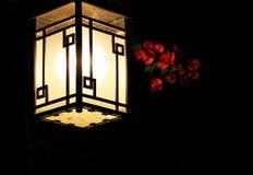 Lanterne et fleurs de palais image libre de droits