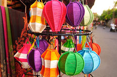 Lanterne Handcrafted in città antica Hoi An, Vietnam Immagine Stock