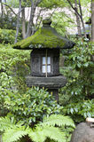 Lanterne japonaise dans la maison de thé de Tokyo Photographie stock