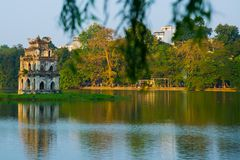 Lanterne rosse al tempio del cortile della letteratura a Hanoi, Vietnam Immagine Stock
