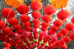 Lanterne rosse e l'altro decorat del cinese tradizionale Fotografie Stock Libere da Diritti