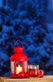 Lanterne rouge, cuisant la tasse à la vapeur de pommes de thé et de rouge Images libres de droits
