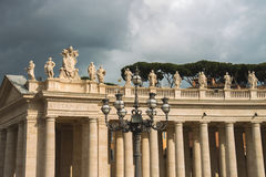 Lanterne sur la place de St Peter à Vatican Beaux vieux hublots à Rome (Italie) Photographie stock libre de droits