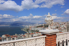 Lanterne sur la tour d'Asansor (ascenseur) et la vue d'Izmir Photos libres de droits