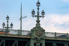 Lanterne sur le pont de trinité Photographie stock libre de droits