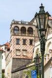 Lanterne sur une rue confortable à Prague Photographie stock
