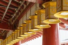 Lanterne in tempio di Shitennoji a Osaka, Giappone fotografie stock libere da diritti