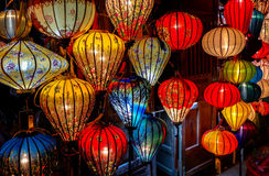 Lanterne in vecchia via Hoi An, Vietnam immagine stock