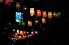 Lanternes éclatantes dans la rue Photographie stock