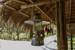 Lanternes antiques, personnes tha?landaises photos libres de droits