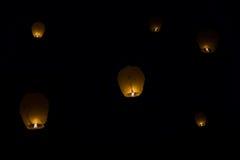 Lanternes chinoises de ciel de l'amour Photos stock