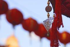 Lanternes chinoises rouges dans la ville de la Chine Images stock