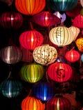 Lanternes culorful asiatiques traditionnelles sur le marché chinois Photo libre de droits