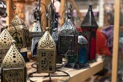 Lanternes d'Inde dans un magasin d'antiquités photos stock