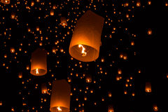 Lanternes de ciel, lanternes volantes photos stock