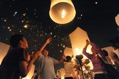 Lanternes de lancement de ciel photo stock