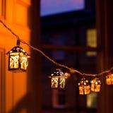 Lanternes de Noël brouillées Photographie stock libre de droits