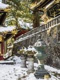 Lanternes en métal à Nikko, Japon Image stock
