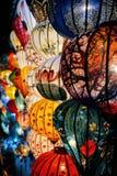 Lanternes en soie la nuit photographie stock