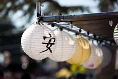 Lanternes japonaises au festival d'Obon photographie stock libre de droits