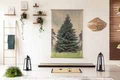 Lanternes noires, échelle en bois, tapis de tatami et graphique d'arbre dans le MI Images stock