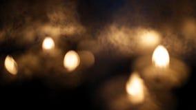 lanternes ornementales avec les bougies brûlantes banque de vidéos