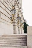 Lanternes plaquées de feuille d'or au bâtiment d'EPA Photo stock