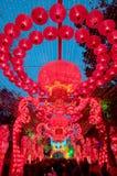 Lanternes rouges chinoises dans le crépuscule photos libres de droits