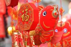 Lanternes rouges, pétards rouges, poivron rouge, rouge chacun, noeud chinois rouge, paquet rouge Le festival de printemps vient Photo stock