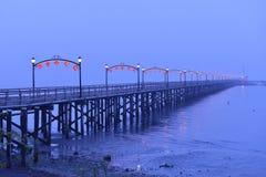 Lanternes rouges sur le pilier blanc de roche pour le festival de lune chinois Photos stock