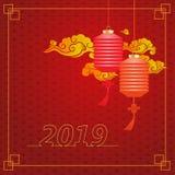 Lanternes rouges traditionnelles chinoises sur le fond de nuage d'isolement sur le fond texturisé rouge, les schémas 2019, cadre  illustration libre de droits