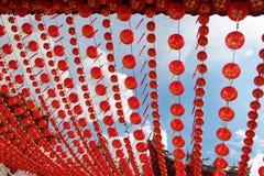 Lanternes s'arrêtant au temple Image libre de droits