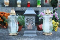 Lanternes sur la tombe image stock