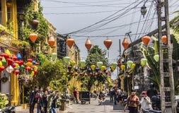 Lanternes, temple, torists Photographie stock libre de droits