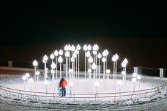 Lanters в парке города зимы Snowy ноча Gomel, Беларусь Стоковое фото RF