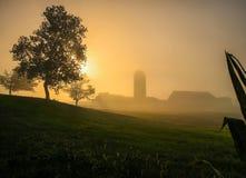 lantgård över soluppgång Arkivfoto