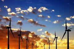 Lantgård för Windturbiner Arkivfoton