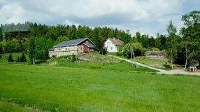Lantgård i Finland Sen vår för försommar Royaltyfri Foto