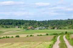 Lantgård i sommar Arkivbilder