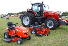 Lantgård- och gräsmattatraktorer Arkivbild