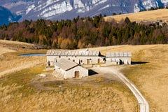 Lantgårdhus - Lessinia Italien royaltyfria foton