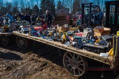 Lantgårdvagnar på gyttja Sale Royaltyfria Foton
