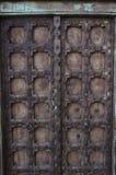 Lantlig antik trä- och metalldörr Baja California Sur, Mexico Royaltyfria Bilder