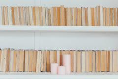 Lantlig arkivinställning med gamla böcker Royaltyfria Foton