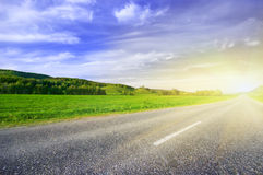 lantlig asfaltväg Arkivbild