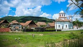Lantlig by av Mesendorf, Rumänien fotografering för bildbyråer