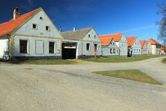 Lantlig barock i Holasovice Arkivfoto