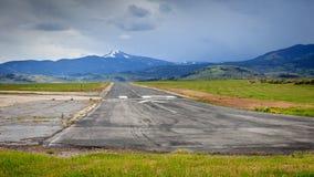 Lantlig bergflygplats fotografering för bildbyråer